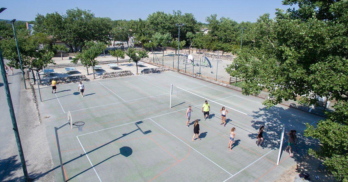 Sports et activit s camping sun lia ranc davaine for Terrain de tennis taille