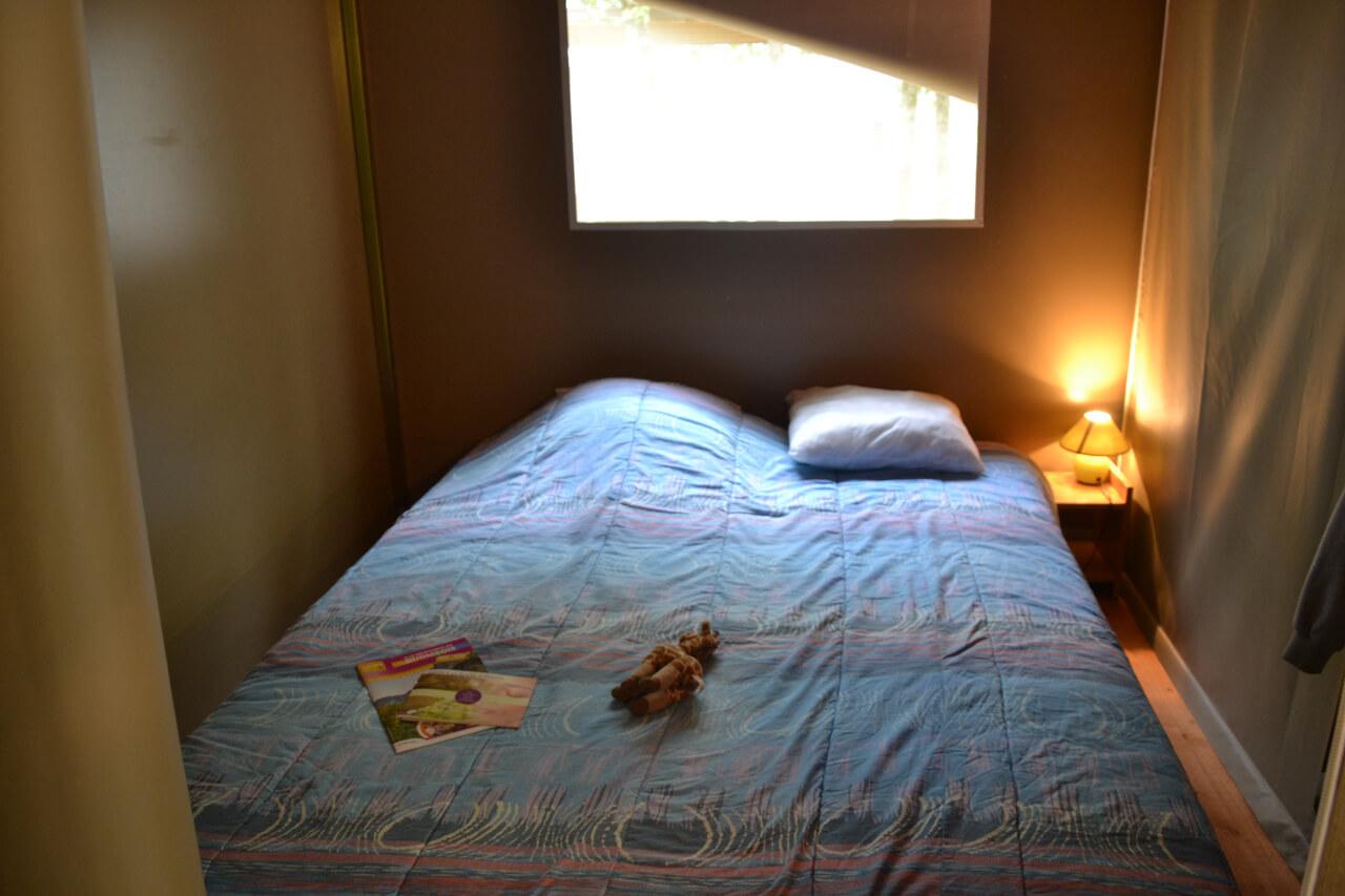 Location tente lodge pour 4 personnes avec 2 chambres en for Tente 4 personnes 2 chambres